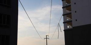 Diyarbakır'da inşaattan geçen yüksek gerilim hattı tehlike saçıyor