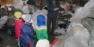 Elazığ Belediyesi geri dönüşüm tesisinde miniklere çevre eğitimi verdi