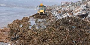 Temizlenen Tatvan sahilinde kamyonlarca atık çıktı