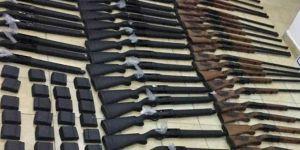 Derecik'te çok sayıda kurusıkı tabanca ve av tüfeği ele geçirildi