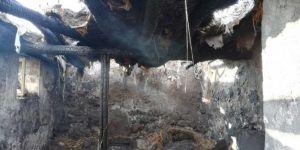 Doğubayazıt'ta evleri yanan 5 çocuklu aile yardım eli bekliyor