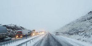 Diyarbakır- Siverek Karayolu'nda kar yağışı etkili oluyor