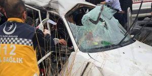 Suruç Çadırkent Mevkiinde yolcu minibüsü ile otomobil çarpıştı: 3 ölü, 11 yaralı
