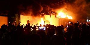 Irak'ta protestocular Bedir Tugayları Merkezi'ni ateşe verdi