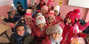 Köy öğrencilerine kışlık giysi yardımı