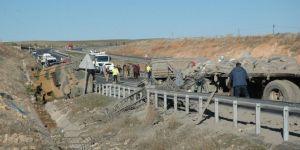 Çınar Göksu Barajı yakınlarında kamyon zırhlı araca çarptı: 7'si askeri personel 8 yaralı
