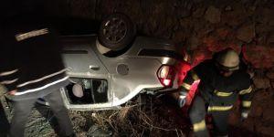 Araç duvara çarparak ters döndü: 2 yaralı