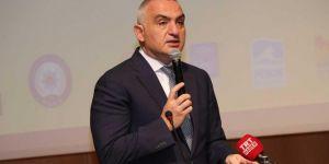 """Bakan Ersoy: """"Turizm hem İstanbul hem Türkiye için çok önemli"""""""