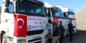 Türkiye sınırına göç eden İdliblilere insani yardım gönderildi