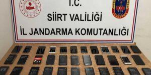 Siirt'te 105 bin TL değerinde gümrük kaçağı cep telefonu ele geçirildi
