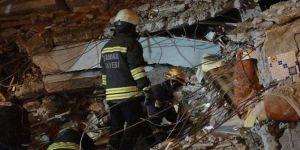Elazığ'da 1 kişi enkaz altından sağ olarak kurtarıldı