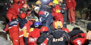 Elazığ'daki depremde enkaz altında kalan 2 kişiye daha ulaşıldı
