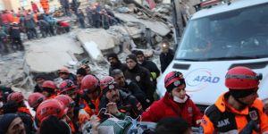Elâzığ Maden'de 11 saat sonra enkazdan 1 kadın sağ çıkarıldı