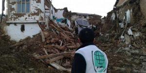 Malatya Umut Kervanı, deprem bölgesinde incelemelerde bulundu