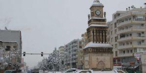 Yağan kar Midyat'ta kartpostallık görüntüler oluşturdu
