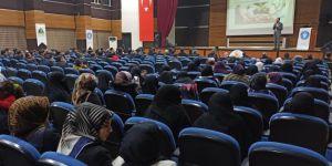 """İDEV, Siirt Üniversitesinde """"Evlilik"""" konulu seminer düzenledi"""