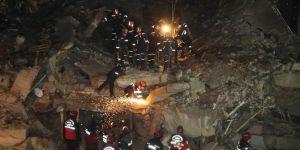 Elazığ'daki depremde enkaz altında 2 kişinin kaldığı belirtildi