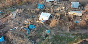 Elâzığ'da 6,8'lik depremde yıkılan köy havadan görüntülendi