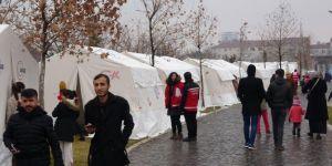 Elazığlılar depremin ardından soğuk ve yağışlı havada, çadırlarda kalıyor