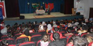 Nadir görülen bir hastalığa yakalanan minik Ahmet için tiyatro oyunu düzenlendi