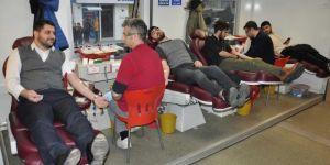 HÜDA PAR Batman İl Gençlik Kolları depremzedeler için kan bağışında bulundu