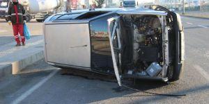 Buzlanma nedeniyle devrilen otomobil sürücüsü yaralandı