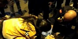 Diyarbakır-Şanlıurfa Karayolunda telefonla konuşurken karşıya geçmeye çalışan kadına araba çarptı