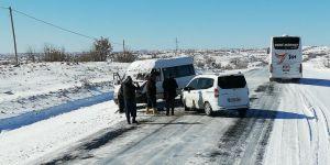 Dondurucu soğuklardan Mardin-Midyat karayolu buz tuttu