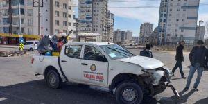 Diyarbakır'da belediye ilaçlama aracı ile otomobil çarpıştı: 5 yaralı