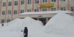 Bitlis'te eğitime kar engeli: Okullar bir gün tatil