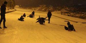 Diyarbakır'da çocuklar 4 yıl aradan sonra yağan karın keyfini çıkardı