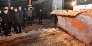 Diyarbakır'da ulaşımın aksamaması için cadde ve sokaklar temizleniyor