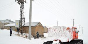 3 bin rakımlı karlı dağlardaki köylerin elektrik arızası giderildi