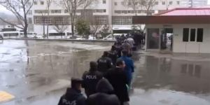 Gaziantep'te FETÖ operasyonunda gözaltına alınan 21 şüpheli adliyeye sevk edildi