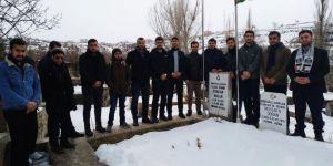 Üniversite öğrencileri Şehid Furkan Doğan'ı kabri başında andı