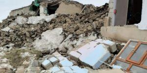 Başkale Özpınar köyü depremde ağır hasar gördü
