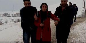 Başkale'de eşini ve 4 çocuğunu depremde kaybeden annenin feryadı yürek dağladı