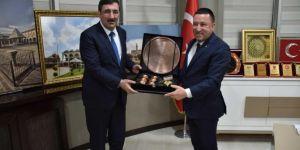 Ak Parti Genel Başkan Yardımcısı Cevdet Yılmaz Bağlar Belediyesi'ni ziyaret etti