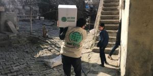 Cizre Umut Kervanı muhtaç ailelere gıda kolilerini dağıttı