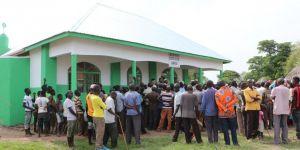 Afrika'nın en yoksul ülkesi Uganda'da 2 camii ibadete açıldı
