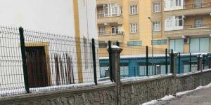 Diyarbakır Bağlar Belediyesi cami ve taziye evlerinde çevre düzenlemesi yapıyor