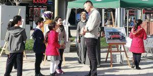 """Bursa'da ilkokul öğrenciler """"Bağımlılıkla Mücadele"""" resim sergisi düzenlendi"""