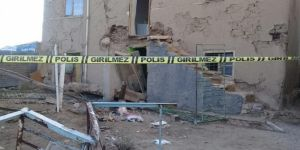 Elazığ'daki depremde ağır hasar gören evin balkonu çöktü: 1 ölü