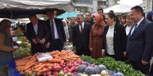 Bağlar Belediyesi kadınlara kadın semt pazarı kimlik kartı dağıttı