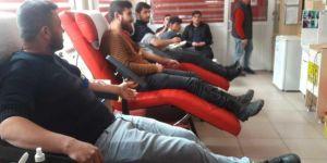 HÜDA PAR Muş Gençlik Kolları Kızılay'a kan bağışında bulundu