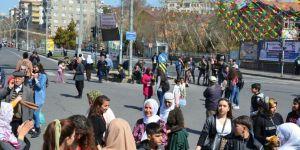 """HDP tarafından Diyarbakır'da düzenlenen """"Dünya Kadınlar Günü"""" mitingi ilgi görmedi"""