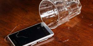 Sıvı temas eden telefonunuzu kurtarmak için uygulamanız gereken 4 adım