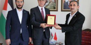 HÜDA PAR'dan bir heyet, Filistin Büyükelçiliğini ziyaret etti