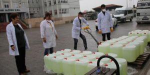 Meslek lisesi öğrencileri artan talebi karşılamak için dezenfekte üretiyor