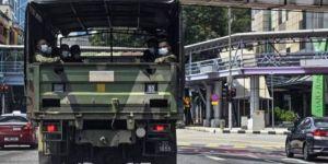 Corona virüsün artış gösterdiği Malezya'da ordu devriye geziyor